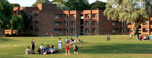 LISA-Sprachreisen-Schueler-Englisch-England-Hull-Universitaet-Campus-Ausstattung-Sportanlagen-Park-Residenzen-Freizeit
