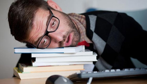 studente-stanco-libri
